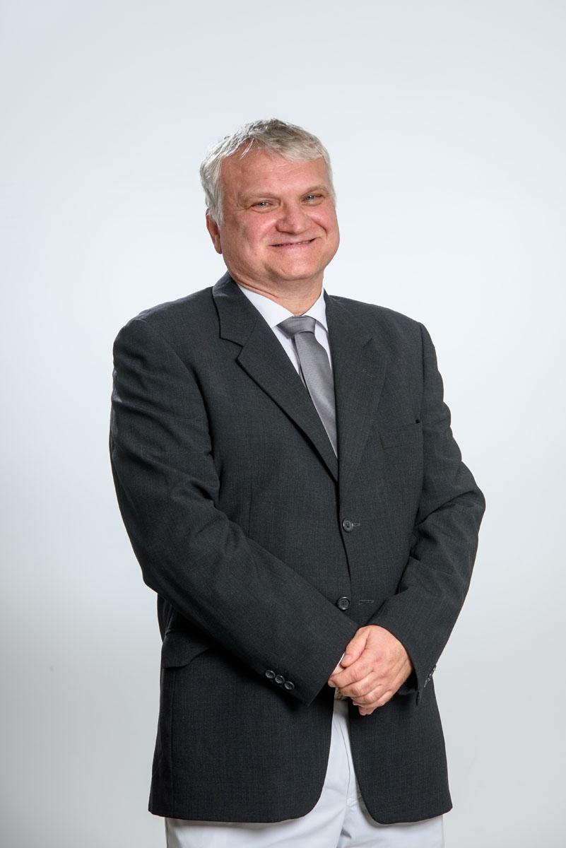 Dr Tóth Róbert vezető főorvosközponti műtő